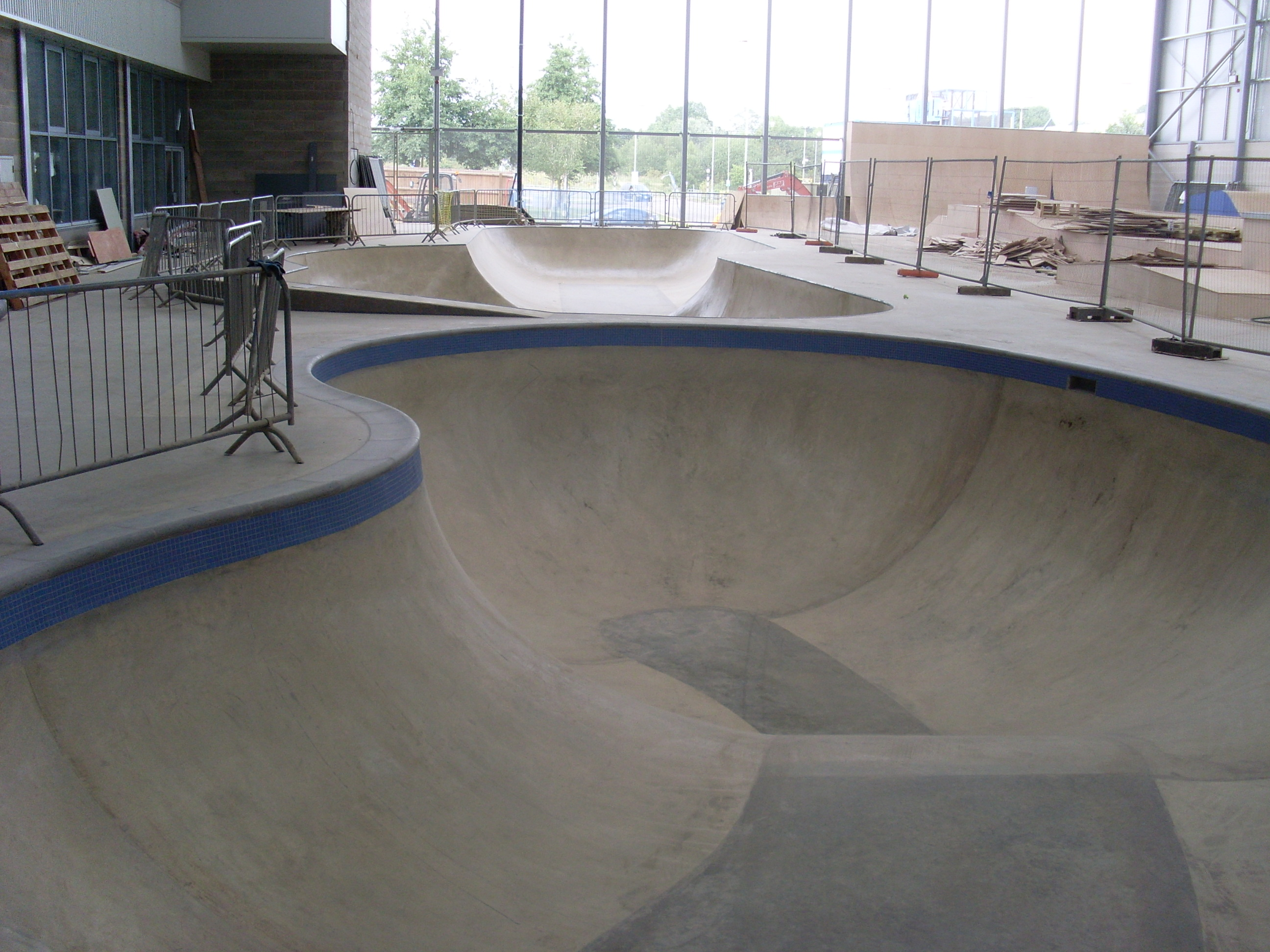 Fresh photos from extreme connexions skatepark for Indoor skatepark design uk