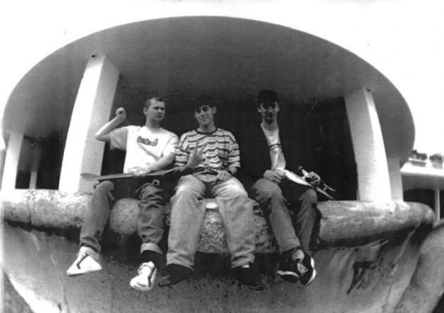 Julian Wallinger , Jude Thwaites, Mark Richards Bottle Alley 1995 Photo By Ben Davies