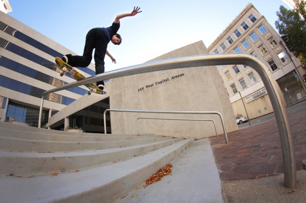 Mark Suciu, Backside Lipslide© Miguel Valle